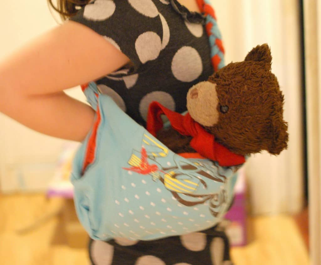 Turn an old t-shirt into a purse. A Simple Craft for little hands.