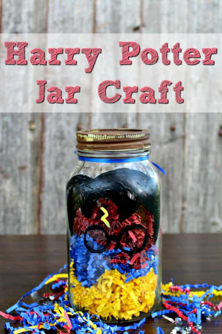 Looking for teacher gift ideas? These mason jar crafts for teachers are the perfect gift to give a teacher. You can fill them with anything! This is a great inexpensive teacher gift that the kids can make!